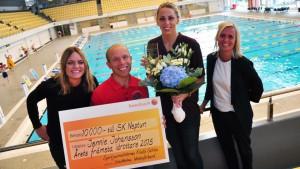 Jennie Johansson fick ta emot priset av SKS och Stockholms Idrottsförbund.