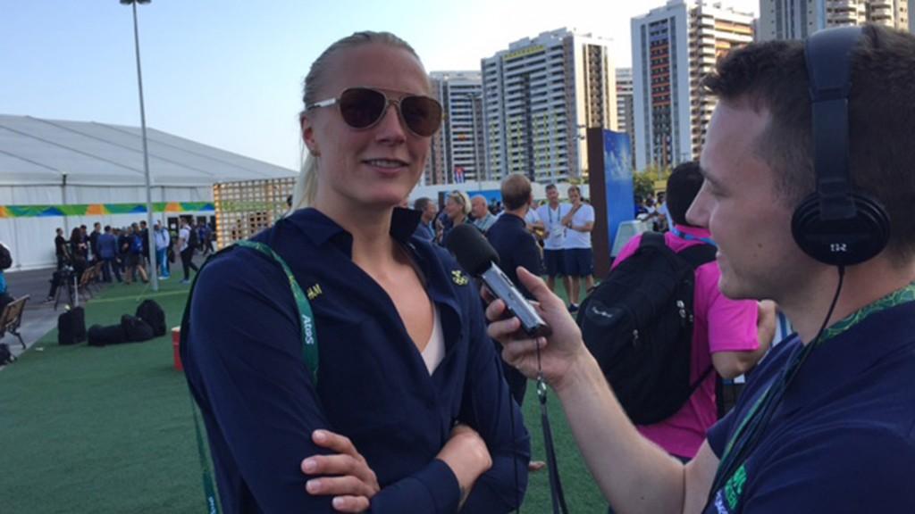 Sarah Sjöström intervjuas av Radiosportens Alexander Lundholm inför Rio-OS. Foto: Martin Hedberg/SR